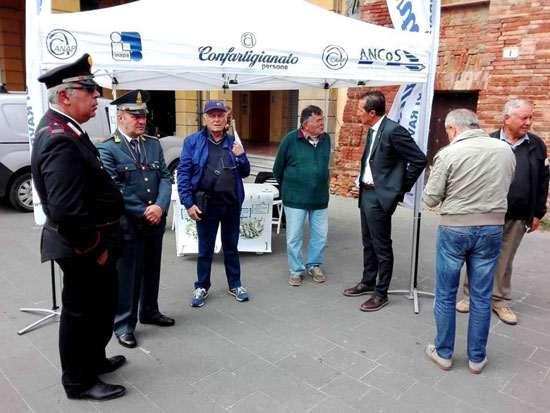 Al mercato settimanale di Massa Lombarda contro le truffe