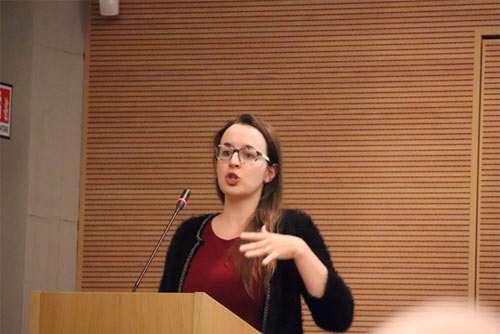 La relatrice durante il convegno