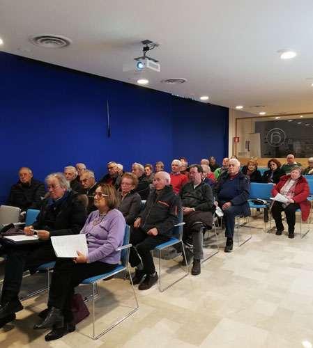 sala gremita di pensionati all'incontro