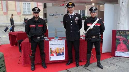 Carabinieri al gazebo Più Sicuri Insieme