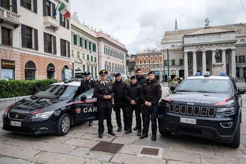 Stile Artigiano - Più Sicuri Insieme foto con carabinieri